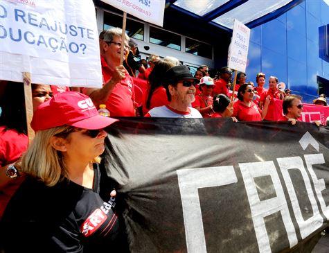 Profissionais da educação de Jaboatão entram em greve na segunda