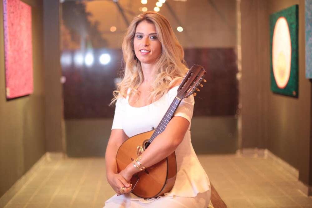 Bia Villa-Chan faz participação especial no show do Quinteto Violado no Sítio da Trindade