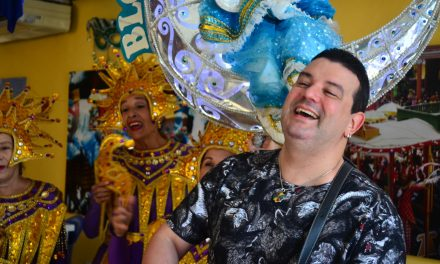 No Dia do Frevo, André Rio encerra temporada dos Ensaios de Carnaval, com Chuva de Sombrinhas