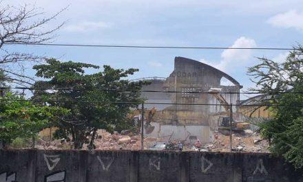 Demolição de galpões no Cais José Estelita é retomada nesta segunda