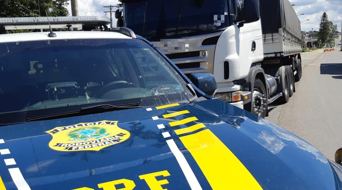 01aae2ca7 Caminhão carregado com calçados falsificados é apreendido em Garanhuns