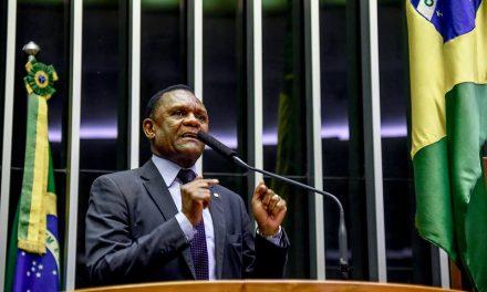 Deputado Ossesio Silva comemora aprovação de Projeto em Defesa da Vida