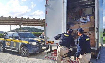 Carga de informática roubada é recuperada na BR 101, em Água Preta