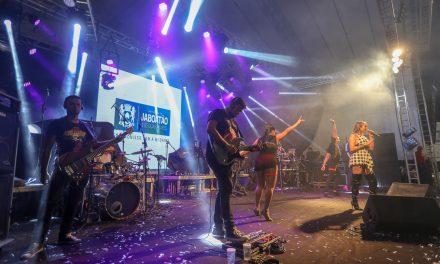 Mais de 40 mil pessoas participam da primeira noite de shows da 362ª Festa da PitombaMais de 40 mil pessoas participam da primeira noite de shows da 362ª Festa da PitombaMais de 40 mil pessoas participam da primeira noite de shows da 362ª Festa da Pitomba