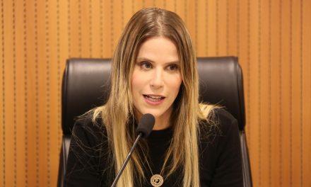 Deputada Fabíola Cabral, faz pronunciamento sobre homicídios de mulheres.