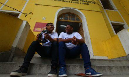 Jovens músicos embarcam para a Europa e encontram o papa