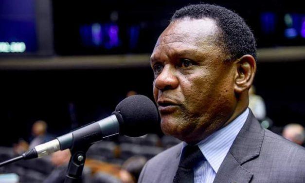Deputado Federal Ossesio Silva luta pela igualdade racial