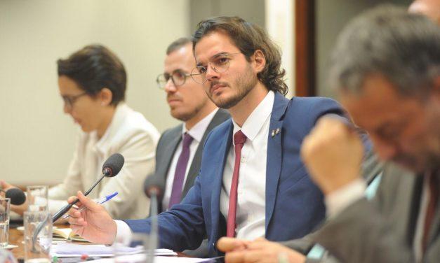 Túlio Gadêlha apresenta projeto para suspender decreto de Bolsonaro que fere autonomia das universidades