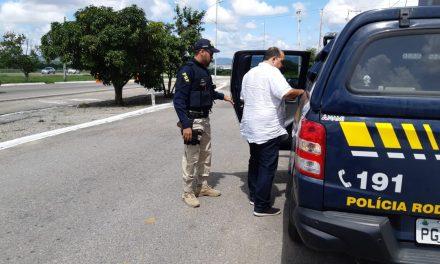 Motorista alcoolizado é preso ao se acidentar na BR 104, em Caruaru